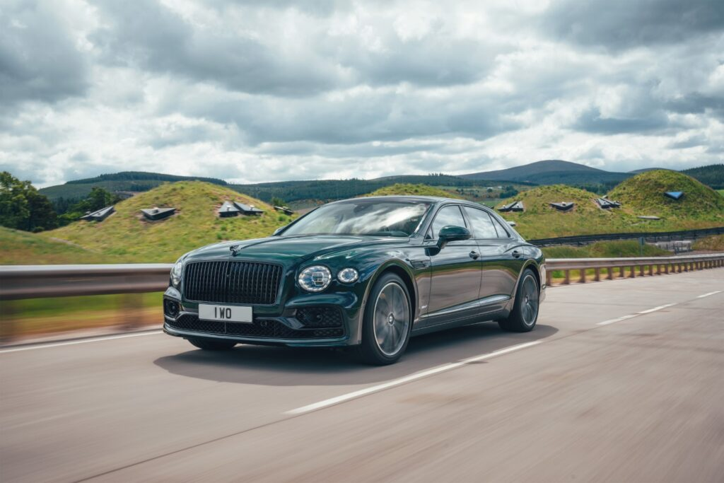 the most environmentally friendly Bentley to date. The introduction of the Flying Spur Hybrid establishes a family of Bentley hybrids for the first time,